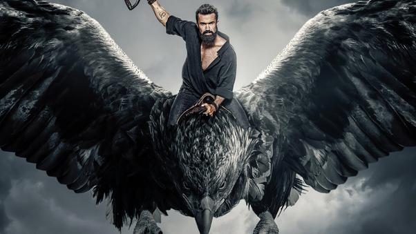 Mythic Quest: Raven's Banquet Un uomo sulla trentina con la barba cavalca un rapace gigante