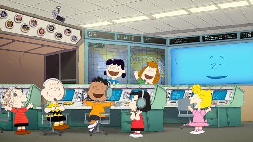 Al centro di controllo missione della NASA, Charlie Brown e i suoi amici festeggiano